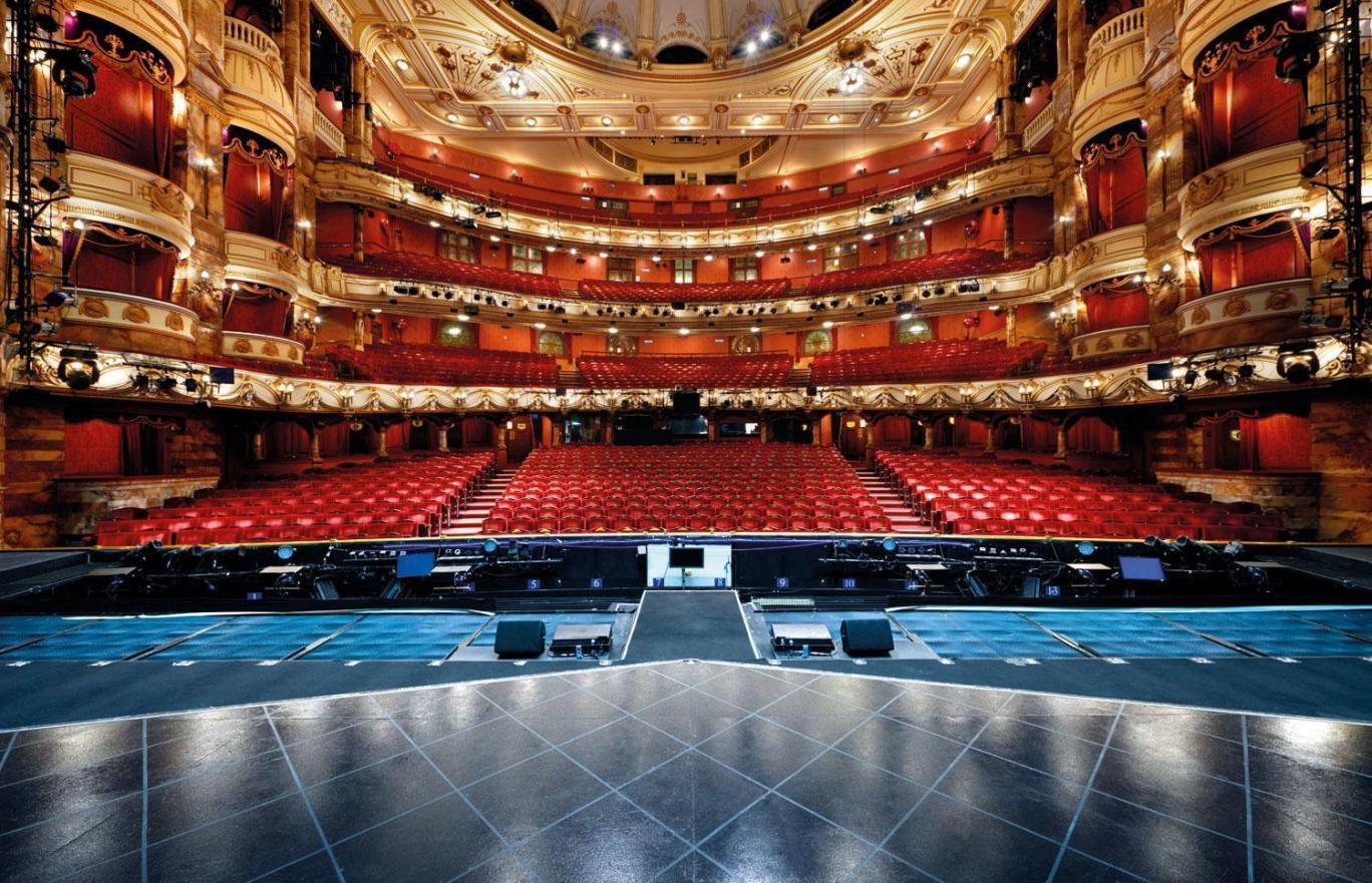 a research on the english theatre English renaissance theatre—also known as renaissance english theatre and elizabethan theatre—refers to the theatre of england between 1562 and 1642.